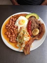 Bandeja Paisa, spécialité culinaire à Medellín - Colombie